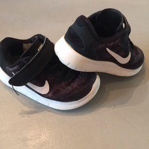 Nike Free-Black toddler shoes